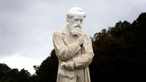 808603-charles-dickens-statue