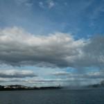 نمایی از دریاچه Lake Burley Griffin و فواره معروف آن